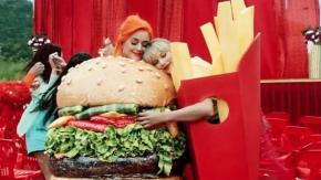 "Taylor Swift: c'è anche Katy Perry nel nuovo video ""You need to calm down"""