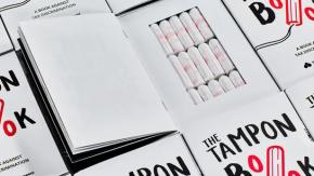 In Germania hanno creato un libro che contiene assorbenti (per combattere l'iva)