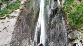 Si scatta un selfie in bilico sulle cascate del Cittiglio: muore 23enne