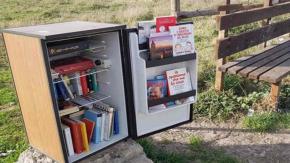 A Roma nasce il FrigoBook, la biblioteca realizzata utilizzando un frigo abbandonato