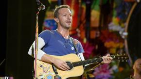 """Chris Martin ha messo in discussione la sua sessualità: """"Da adolescente ero omofobo"""""""