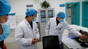 Coronavirus, le vittime salgono a 1800: morto anche il direttore dell'Ospedale di Wuhan