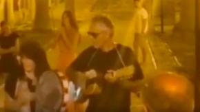 Andrea Bocelli: jam session improvvisata alle Isole Tremiti (senza mascherina)