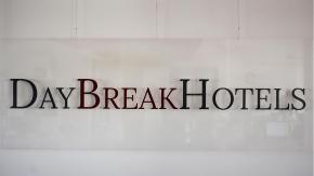 """Hai perso """"105 Start-up!""""? Riascolta la storia di DAY BREAK HOTEL"""