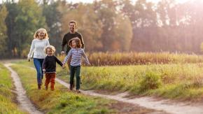 Assegno unico da 200 euro per ogni figlio: arriva il sì della Camera