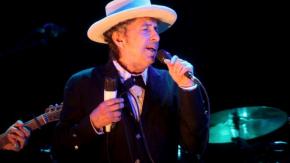 Bob Dylan rimprovera i fan perché gli fanno troppe foto al concerto