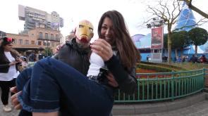 Ylenia e Mitch a Disneyland Paris con i Super Eroi Marvel e i super-fortunati vincitori del contest di 105.net!