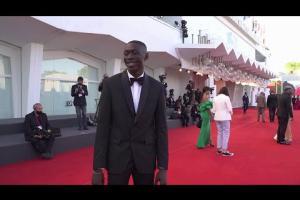 Khaby Lame sul red carpet della mostra del Cinema di Venezia