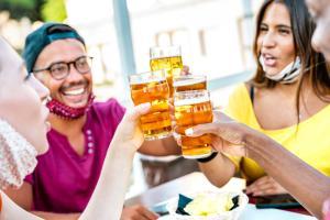 La cosa che ci è mancata di più delle restrizioni Covid: la birra in compagnia