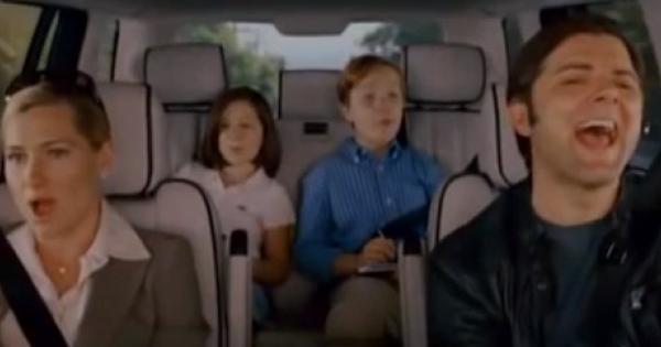 Chi canta in macchina è più felice e vive più a lungo