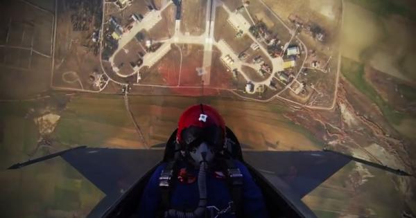 4 chilometri in 20 secondi: la sorprendete accelerazione di un aereo da combattimento pachistano