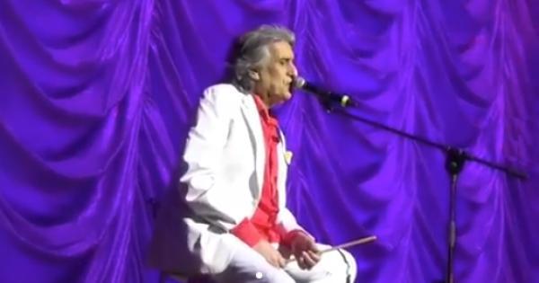 Paura per Toto Cutugno a Kiev: un uomo sale sul palco durante il concerto