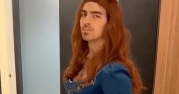 Joe Jonas si traveste da Sansa Stark in occasione del ritorno de Il Trono di Spade