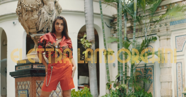 "Elettra Lamborghini: ecco il video di ""Tocame"" tf. Pitbull e ChildsPlay"