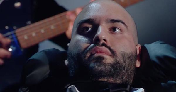Sanremo 2020, Io Sto con Paolo commuove l'Ariston con il monologo del coraggio sulla Sla