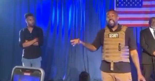 """Kanye West e la prima promessa come candidato alla Casa Bianca: """"Un milione di dollari a tutte le donne incinte"""""""