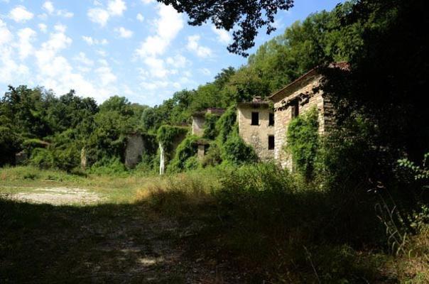 Il paese italiano dei bambini fantasma foto 1 di 5 for Seminterrato di case abbandonate