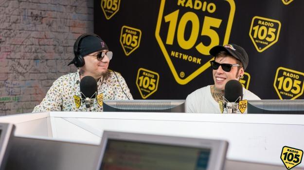 J-Ax e Fedez a 105 Mi Casa: guarda le foto più belle dell'intervista