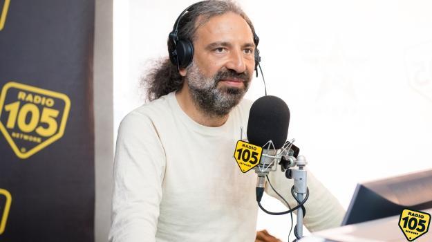 Stefano Bollani a 105 Friends: le foto dell'intervista