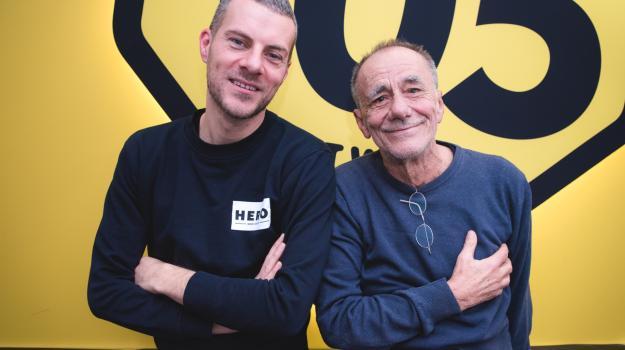 """Roberto Vecchioni presenta """"L'infinito"""" a 105 Mi Casa"""