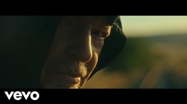 """Vasco Rossi: ecco il video di """"Siamo qui"""""""