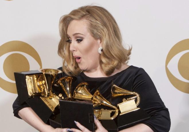 Adele da record su Youtube: oltre un miliardo di click per Hello