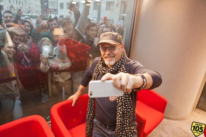 Vasco Rossi e la gente di Zocca: stavolta a filmare è lui