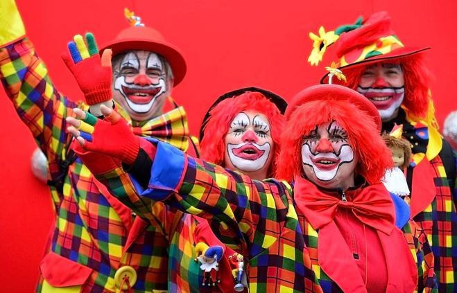 Perché i clown usano il naso rosso?
