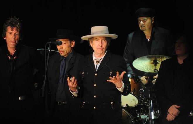 Telenovela Dylan, dopo due mesi il cantante ringrazia per il premio Nobel