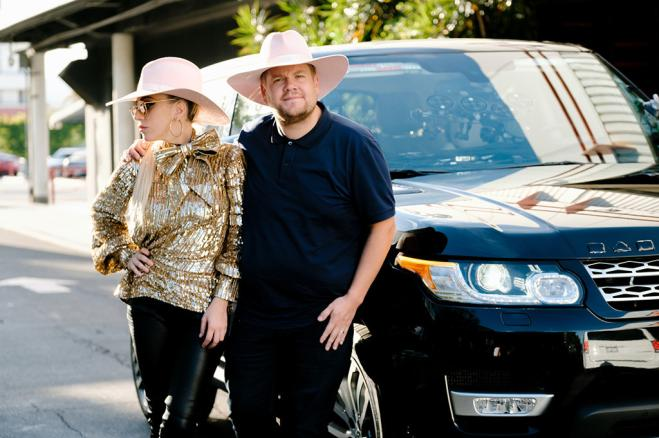 Lady Gaga e Bradley Cooper dietro le quinte di SNL