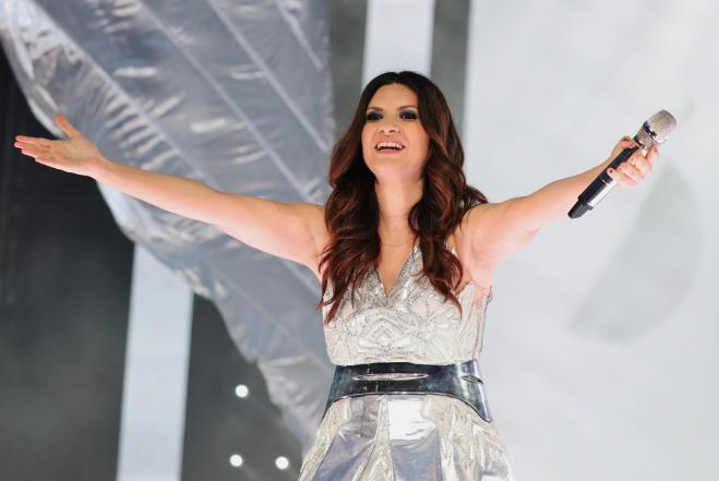 Laura Pausini, per San Valentino firma dediche nei Baci Perugina