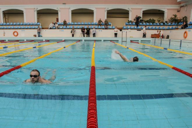 È ufficiale: in piscina tutti fanno pipì