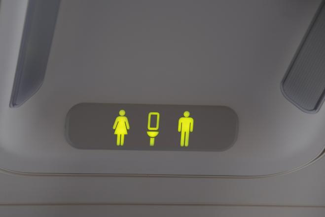 In bagno in aereo quando il momento migliore radio 105 - Andare sempre in bagno ...