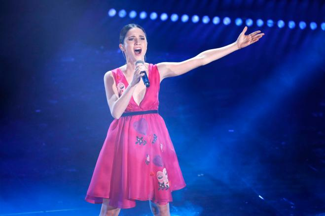 Lodovica Comello canta l'inno nazionale alla finale di Coppa Italia