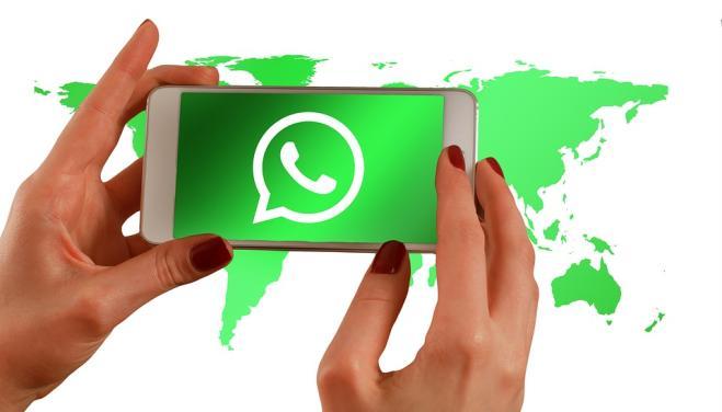 WhatsApp, con l'aggiornamento novità formattazione e night mode