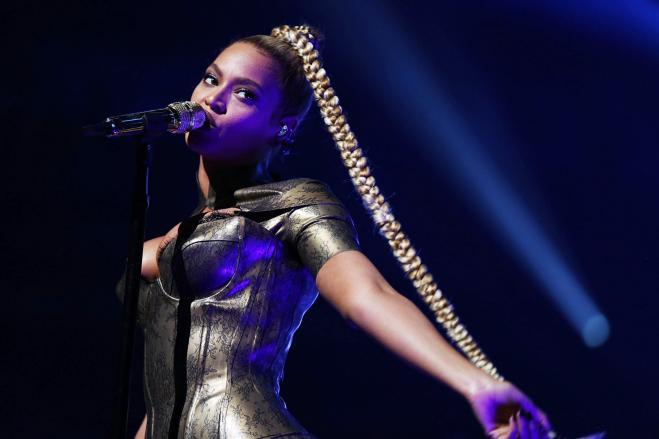 Beyoncé, gli auguri di compleanno (con cappello) di Michelle Obama
