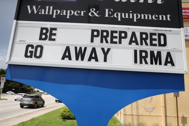 Adra risponde alla devastazione dell'uragano Irma