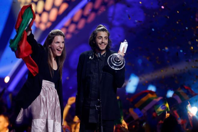 Il vincitore dell'Eurovision Sobral scoppia a piangere nel suo ultimo live