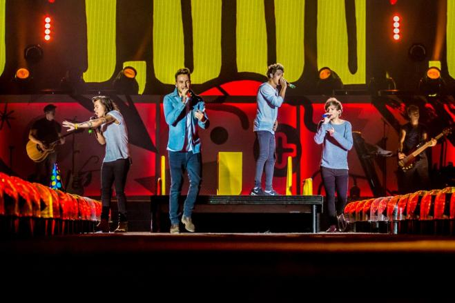 Teenager urla al concerto dei One Direction ei polmoni collassano