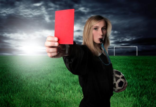 Insulti sessisti ad un arbitro donna: possibile che nel 2017 ci siano ancora discriminazioni sul lavoro?
