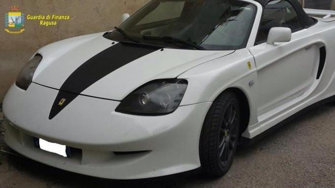 Trasforma una Toyota in Ferrari: denunciato un uomo di Ragusa