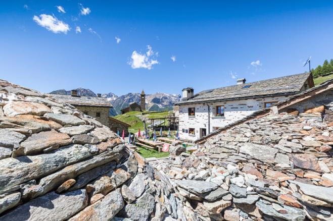 Svizzera: 60 mila euro per trasferirvi in un paesino alpino