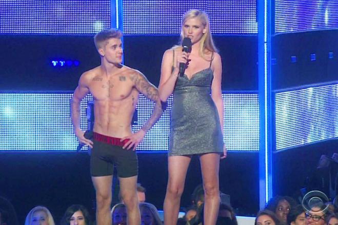 Justin Bieber e Selena Gomez: tenere effusioni in Jamaica