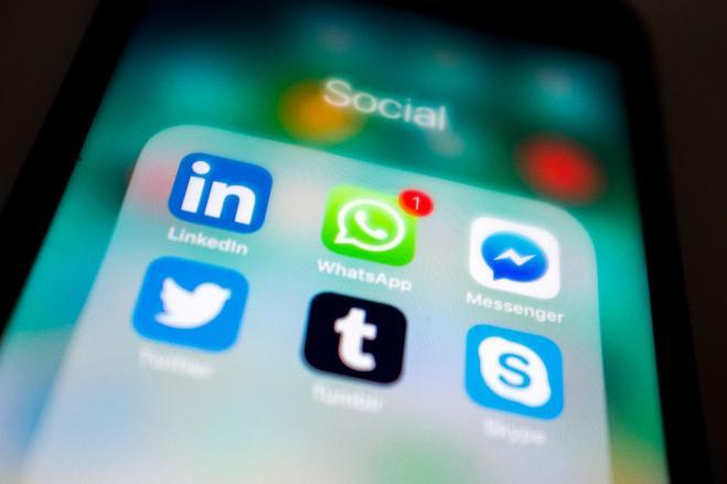 WhatsApp, aggiornamento novità dai video ai gruppi
