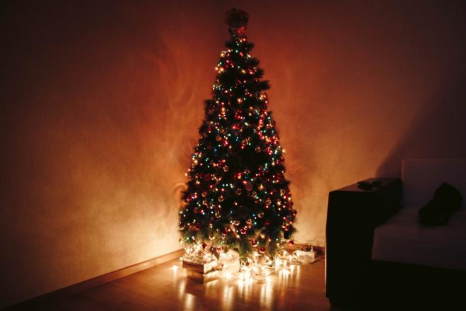 Addobbi Natalizi Quando Toglierli.Ecco Come Mettere Le Luci Sull Albero Di Natale Nel Modo Giusto