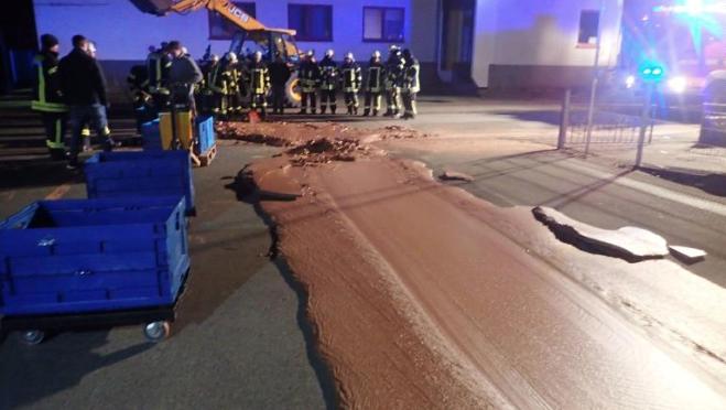 Germania, guasto a una cisterna: una tonnellata di cioccolato in strada