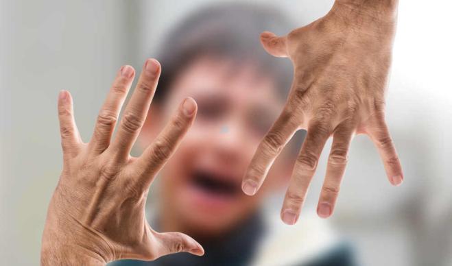 Madre condannata per due schiaffi al figlio