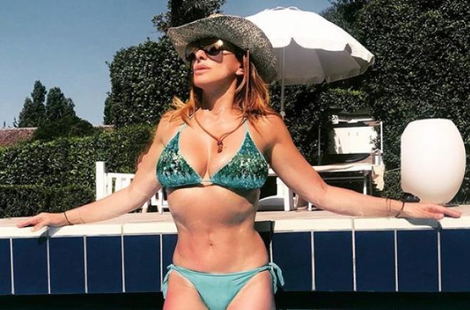 Sabrina Salerno Le Foto Hot In Bikini Fanno Impazzire I Fan Radio 105
