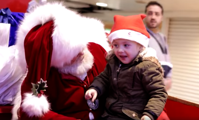 Babbo Natale 105.Il Commovente Video Di Babbo Natale Che Parla A Una Bambina