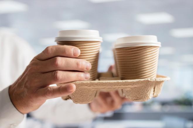 Torino, barista multato per aver portato il caffè a due poliziotti